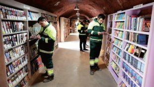 Türkische Müllmänner gründen Bibliothek mit weggeworfenen Büchern